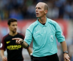 Wasit Kontroversial Pimpin Laga Manchester United vs Manchester City